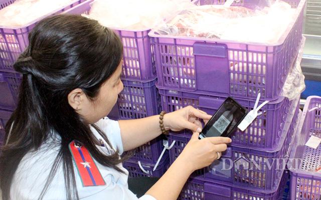 Lực lượng thú y TP.HCM kiểm tra truy xuất nguồn gốc thịt heo của công ty Vissan