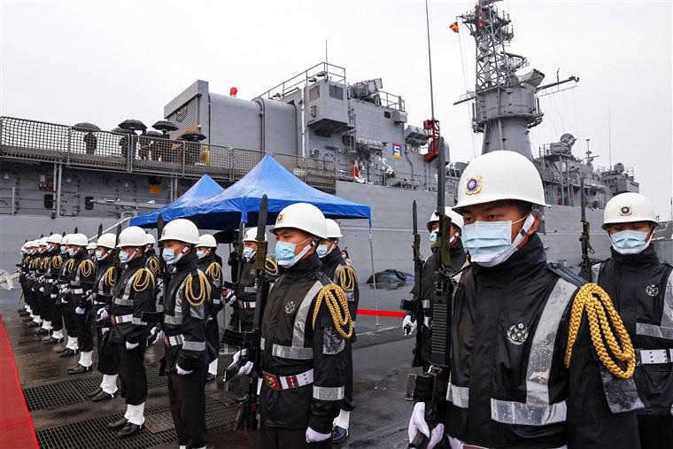 Chênh lệch về sức mạnh quân sự giữa Trung Quốc và Đài Loan khiến Nhật Bản lo ngại  - Ảnh 1.