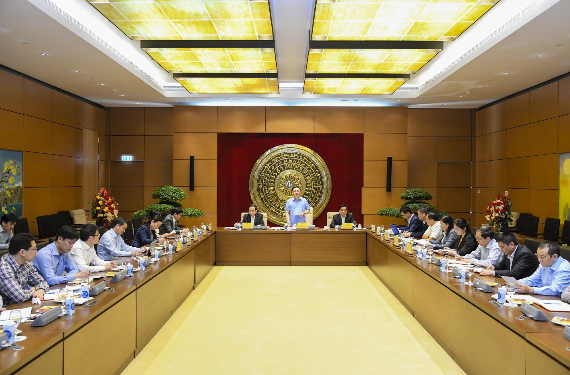 Ảnh: Chủ tịch Quốc hội Vương Đình Huệ làm việc với Hội đồng Dân tộc - Ảnh 1.