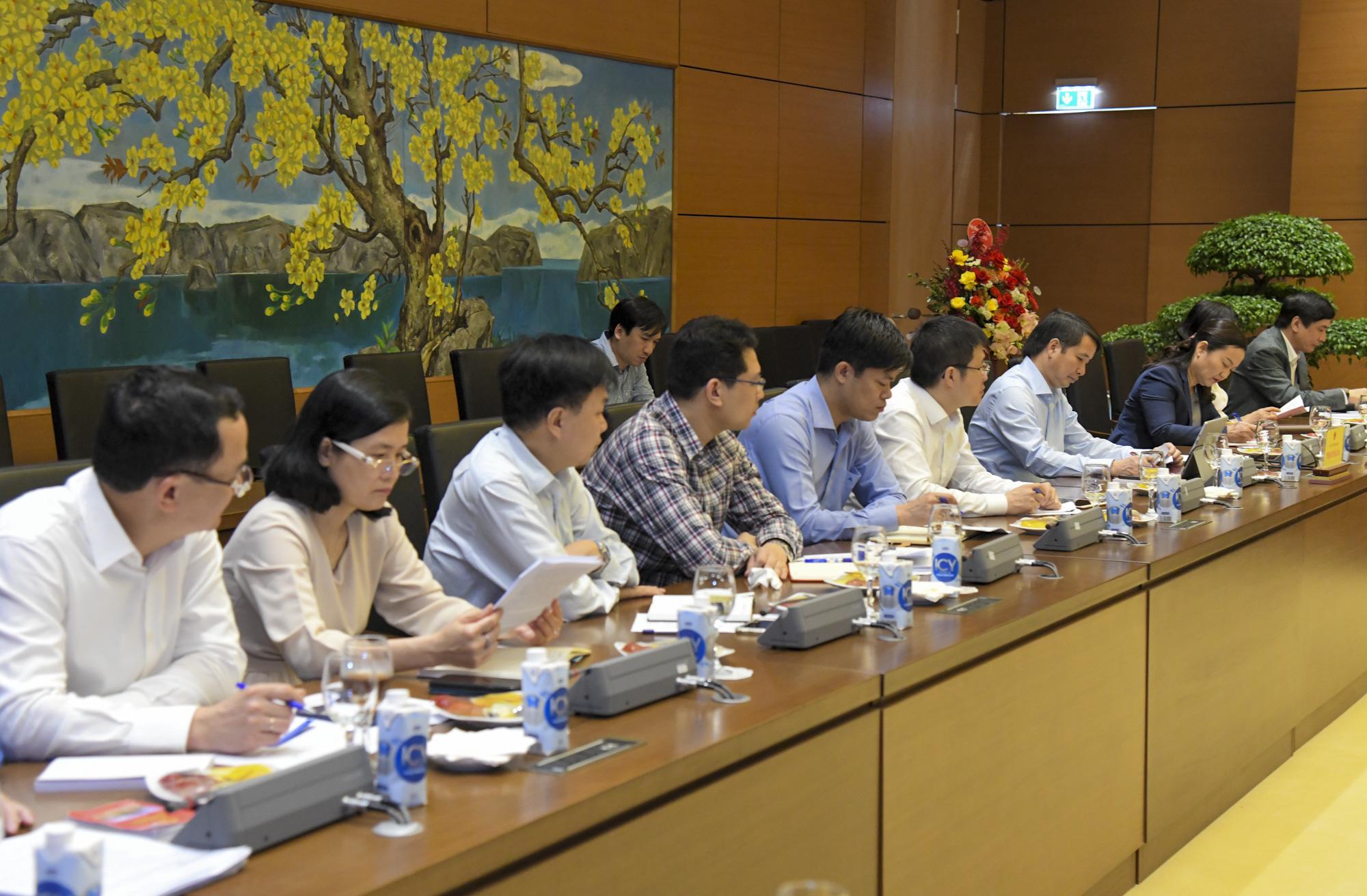 Ảnh: Chủ tịch Quốc hội Vương Đình Huệ làm việc với Hội đồng Dân tộc - Ảnh 8.