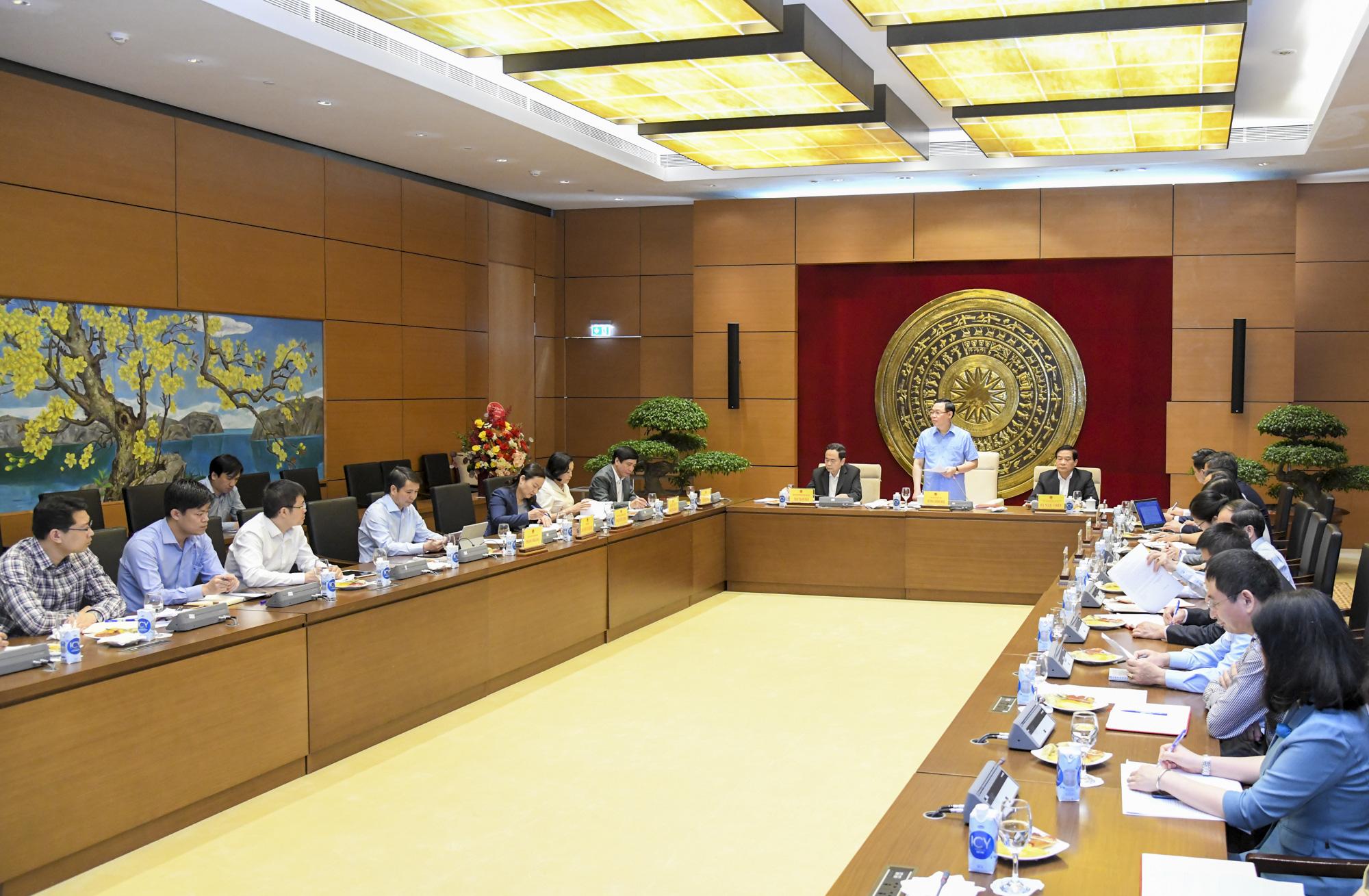 Ảnh: Chủ tịch Quốc hội Vương Đình Huệ làm việc với Hội đồng Dân tộc - Ảnh 10.