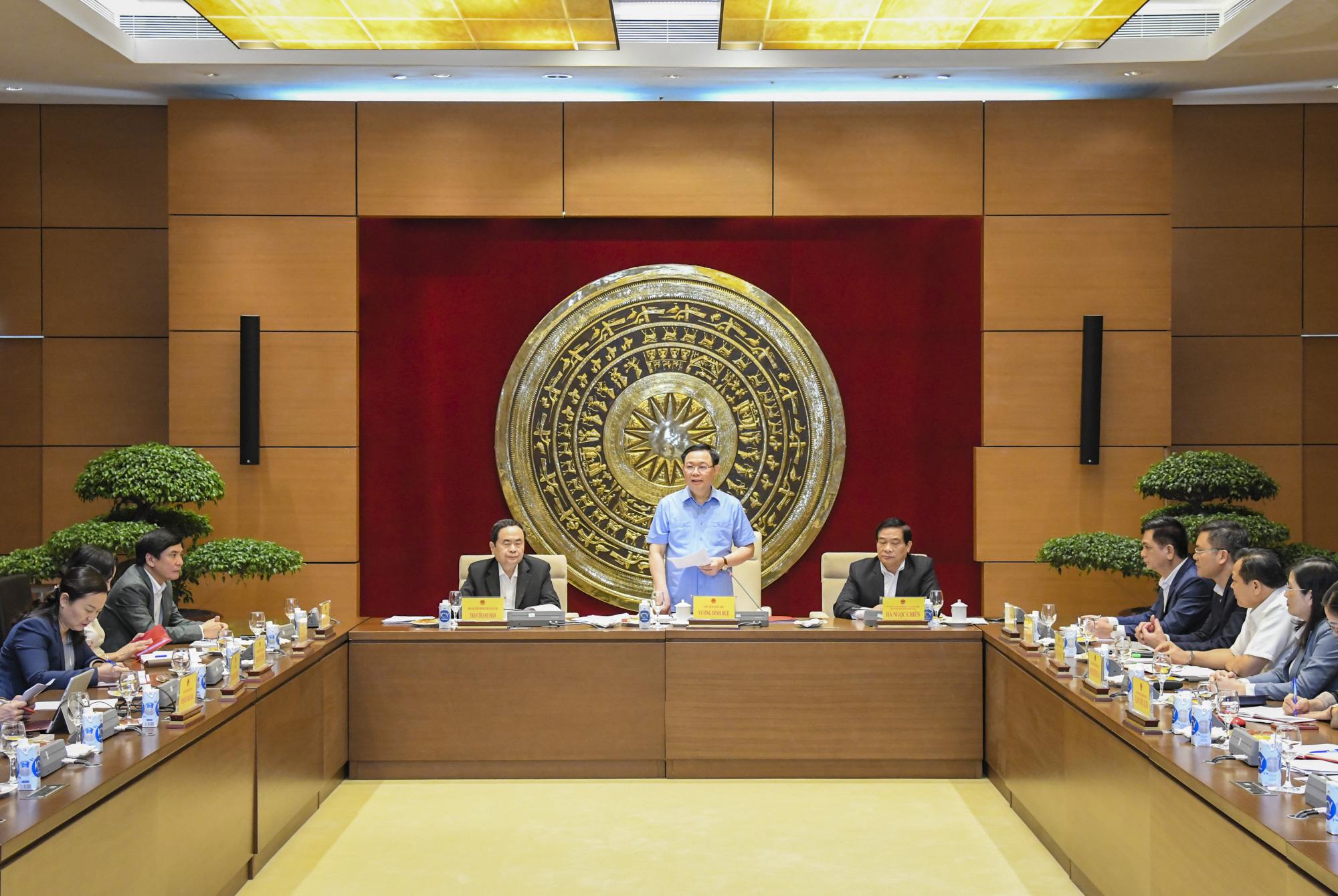 Ảnh: Chủ tịch Quốc hội Vương Đình Huệ làm việc với Hội đồng Dân tộc - Ảnh 3.