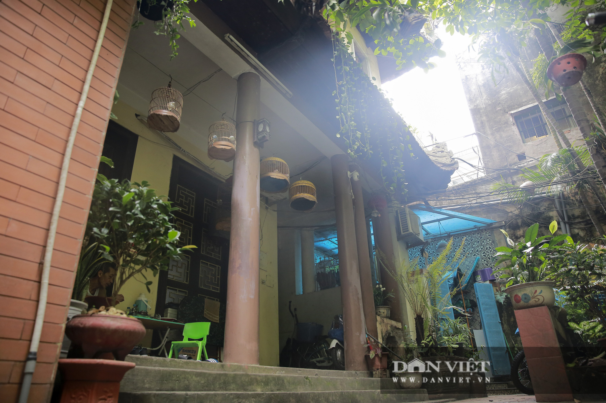 Khám phá ngôi nhà vườn xuyên phố duy nhất ở phố cổ Hà Nội - Ảnh 3.