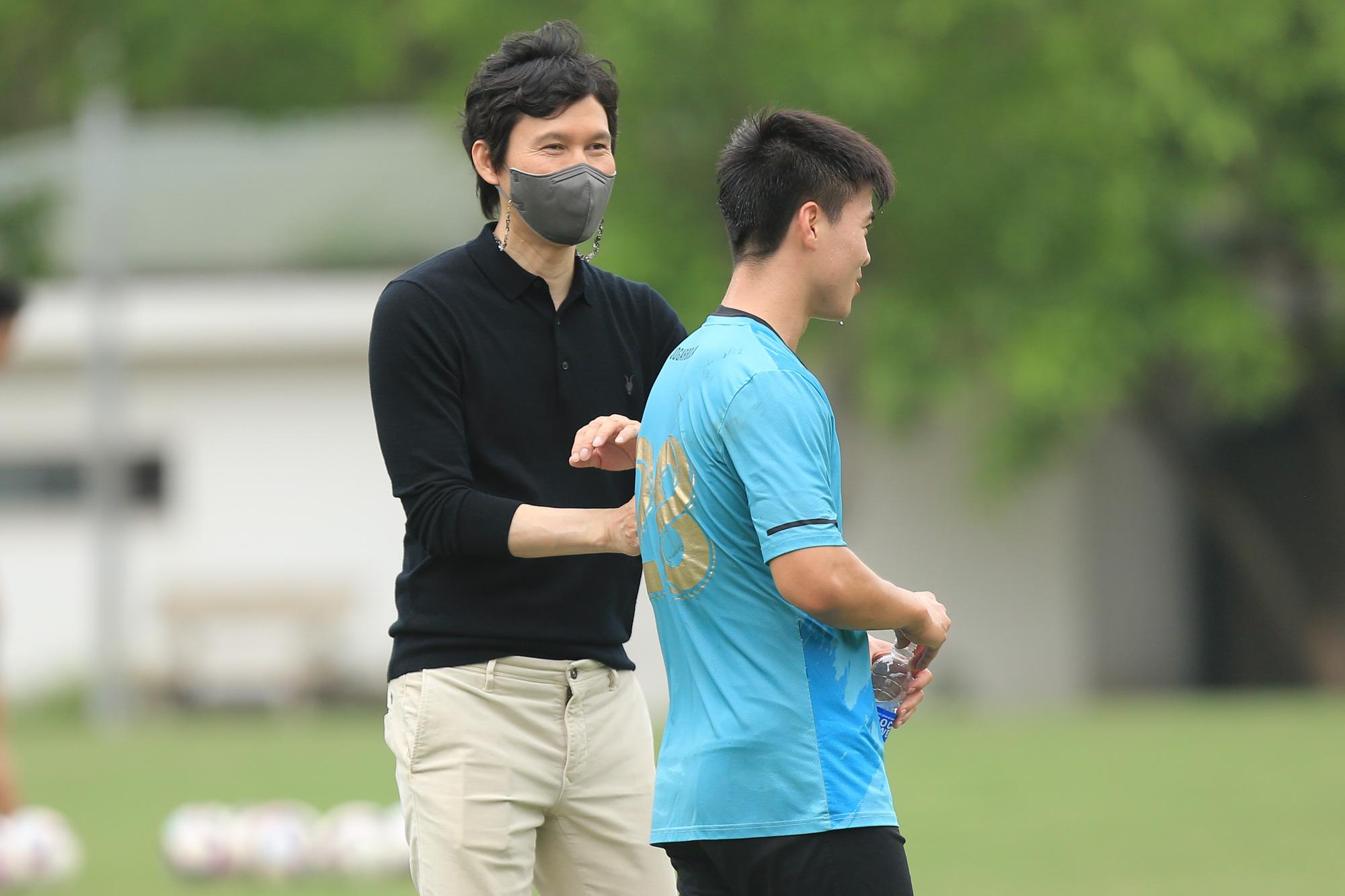 Chính thức: Đồng hương HLV Park Hang-seo cùng Hà Nội FC vượt khó! - Ảnh 3.