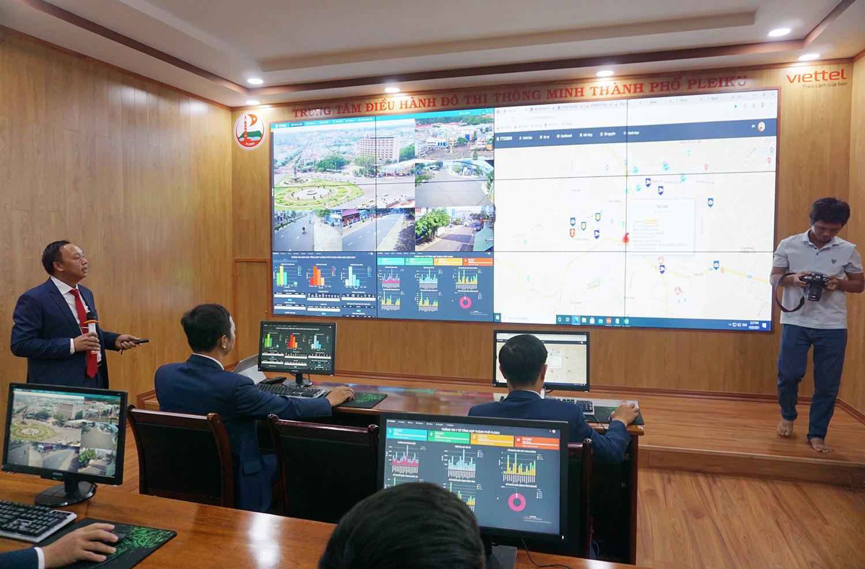 TP. Pleiku chính thức vận hành Trung tâm điều hành đô thị thông minh - Ảnh 2.