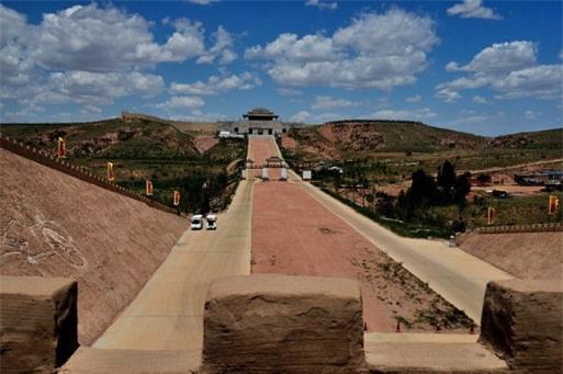 """Vì sao con đường Tần Thủy Hoàng xây dựng sau 2.000 năm lại """"không có một ngọn cỏ""""? - Ảnh 1."""
