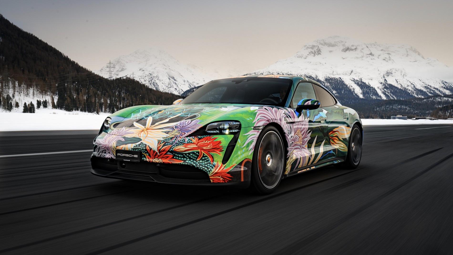 """Siêu xe nghệ thuật Porsche Taycan """"Nữ Hoàng Bóng Đêm"""" được bán với giá 200.000 USD - Ảnh 2."""