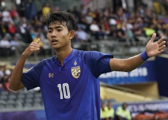 Suphanat đã có 2 năm ở tuyển dù mới 18 tuổi.