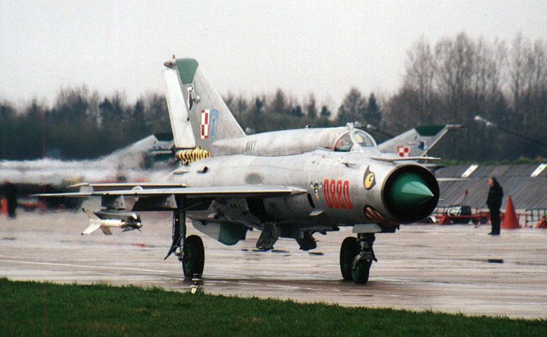 Việt Nam từng biên chế số lượng lớn MiG-21Bis, phiên bản mạnh ngang F-16 của Mỹ - Ảnh 1.