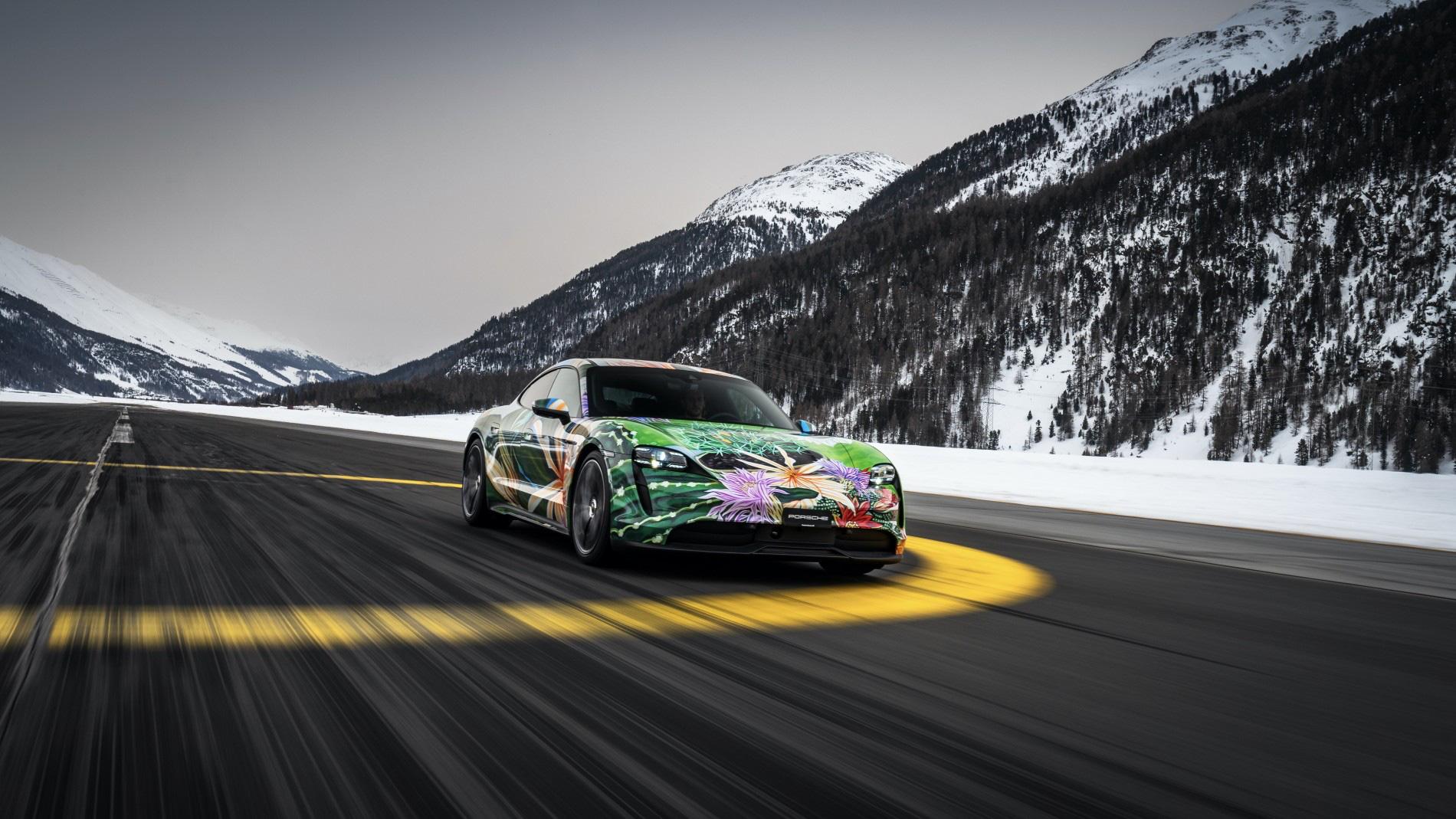 """Siêu xe nghệ thuật Porsche Taycan """"Nữ Hoàng Bóng Đêm"""" được bán với giá 200.000 USD - Ảnh 6."""
