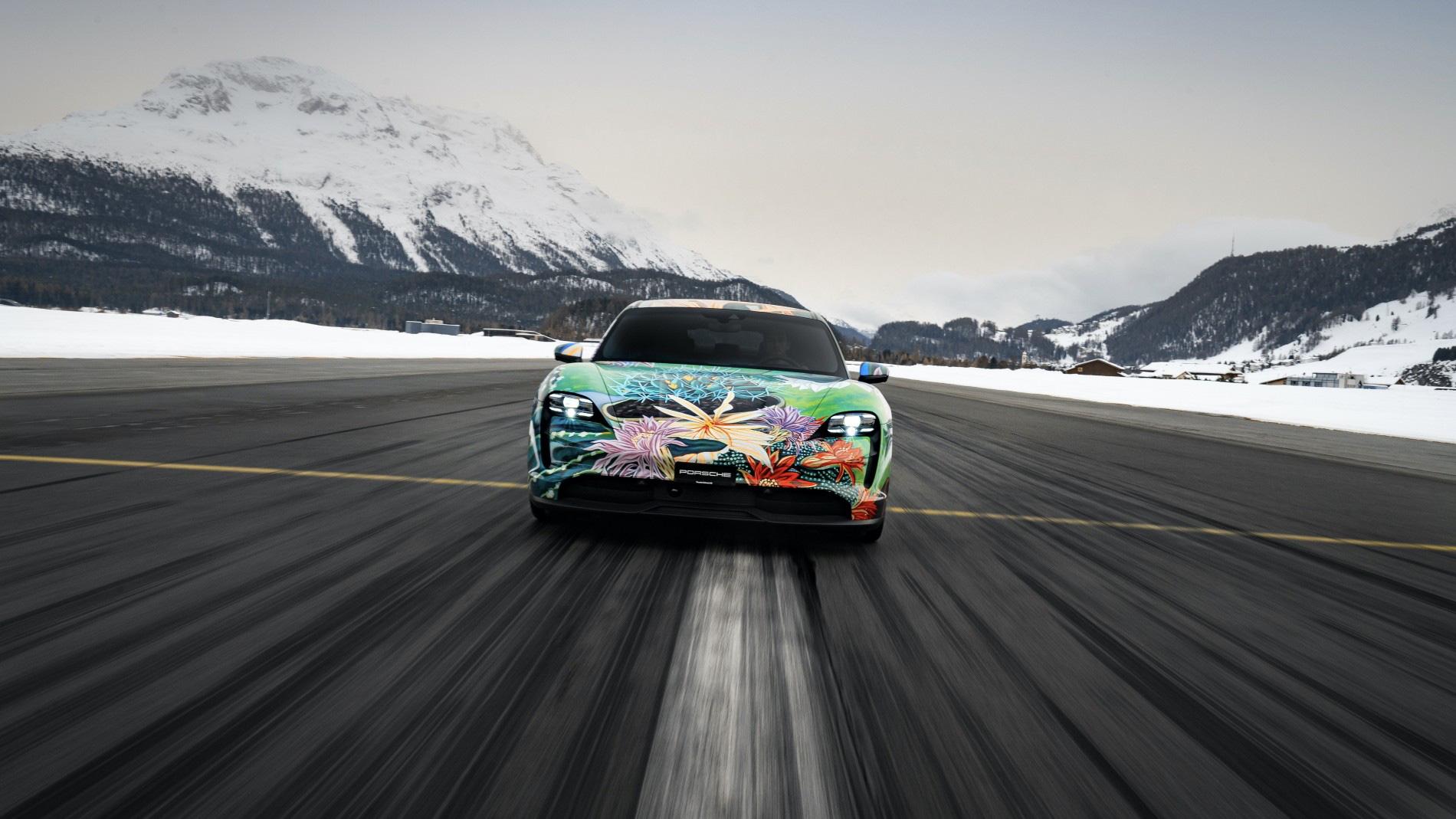"""Siêu xe nghệ thuật Porsche Taycan """"Nữ Hoàng Bóng Đêm"""" được bán với giá 200.000 USD - Ảnh 5."""