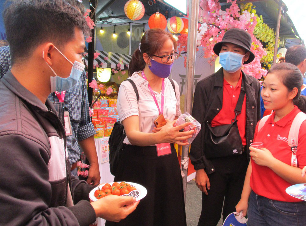 Ngỡ ngàng với loại cà chua Lâm Đồng giá nửa triệu đồng/kg - Ảnh 4.