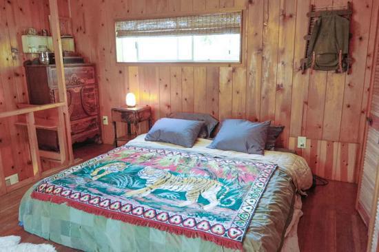 6 tối kỵ trong phong thủy khi kê giường trong phòng ngủ - Ảnh 1.