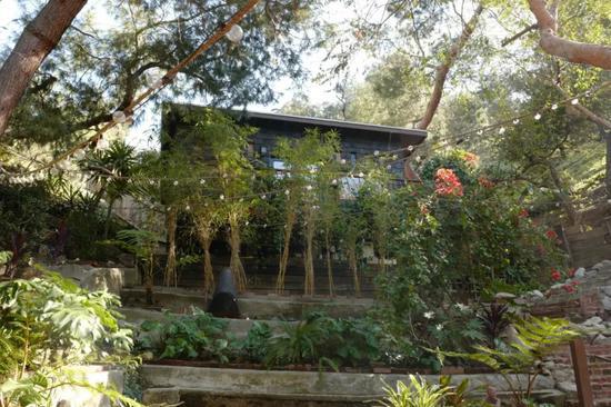 Ngất ngây với ngôi nhà trên núi đáng mơ ước, tinh tế đến từng chi tiết - Ảnh 1.