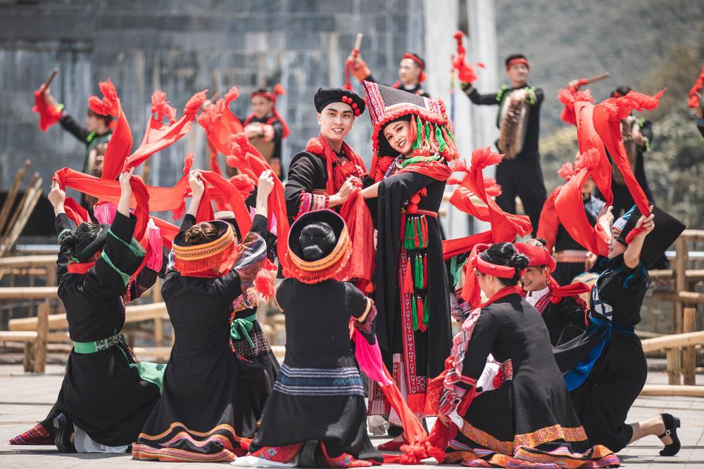 Gần 10.000 du khách đổ về Sa Pa vui chơi ngày Giỗ tổ Hùng Vương - Ảnh 7.
