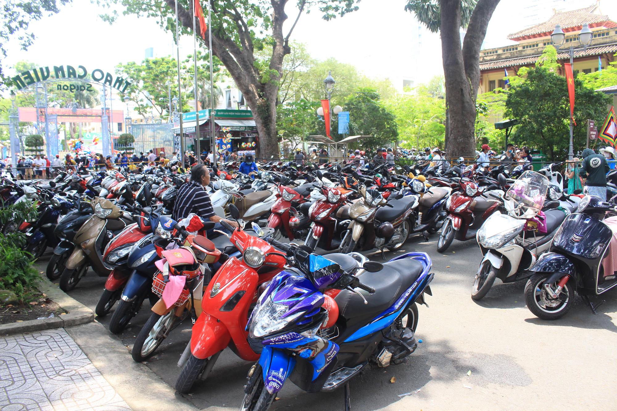 TP.HCM: Thảo Cầm Viên Sài Gòn, Đường sách đông nghẹt ngày Giỗ tổ Hùng Vương - Ảnh 5.