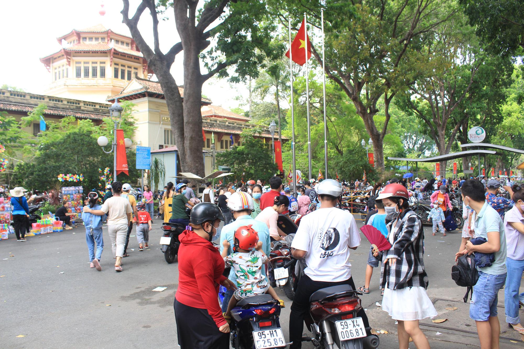 TP.HCM: Thảo Cầm Viên Sài Gòn, Đường sách đông nghẹt ngày Giỗ tổ Hùng Vương - Ảnh 6.