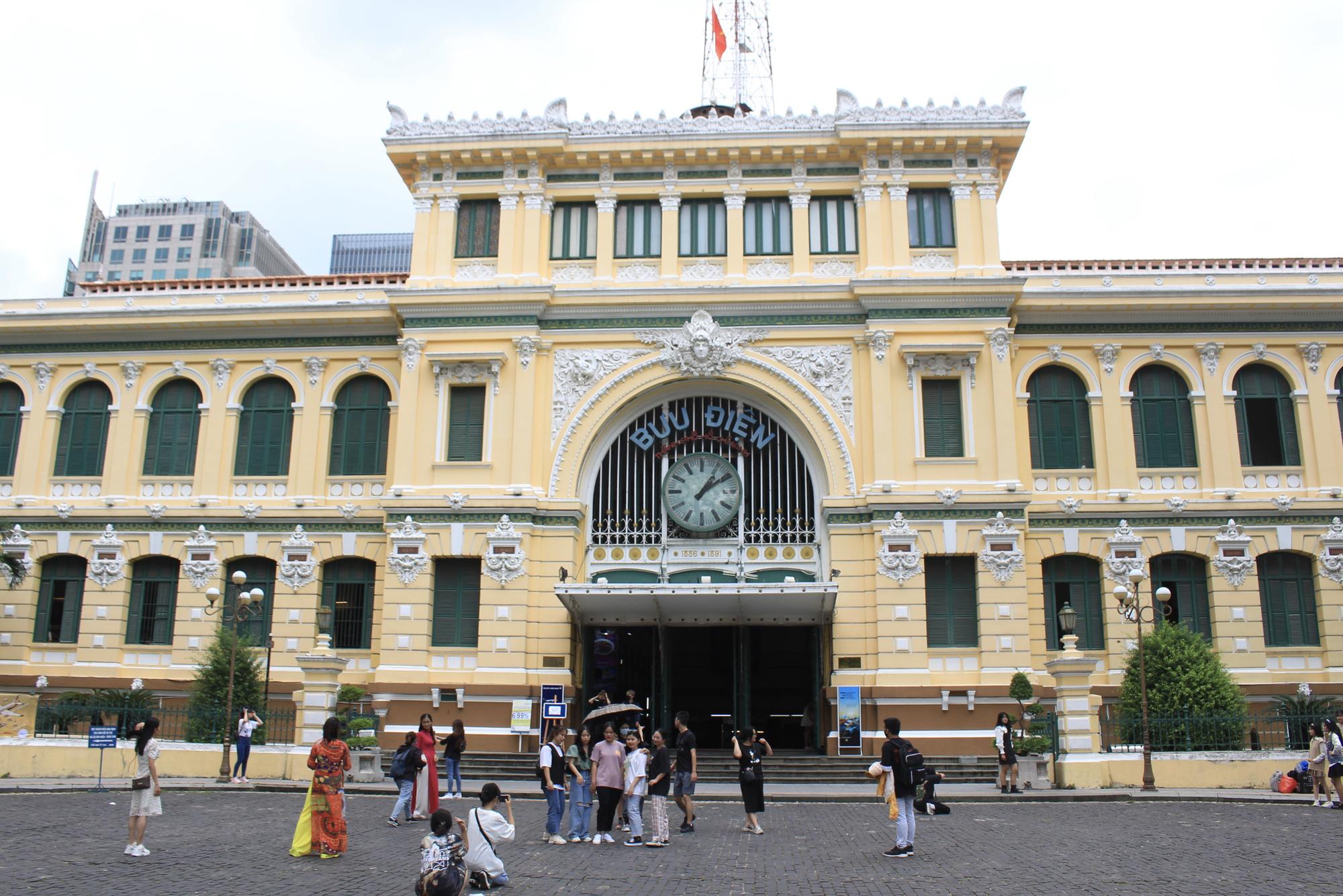 TP.HCM: Thảo Cầm Viên Sài Gòn, Đường sách đông nghẹt ngày Giỗ tổ Hùng Vương - Ảnh 7.