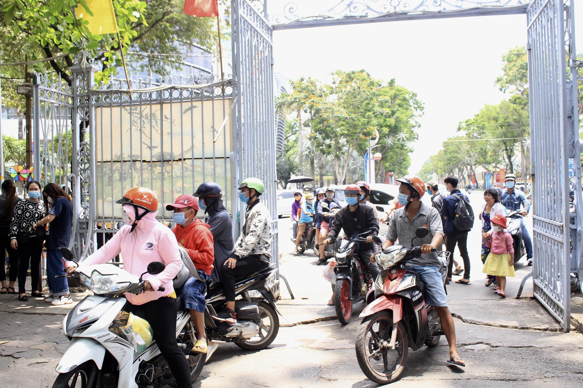 TP.HCM: Thảo Cầm Viên Sài Gòn, Đường sách đông nghẹt ngày Giỗ tổ Hùng Vương - Ảnh 3.
