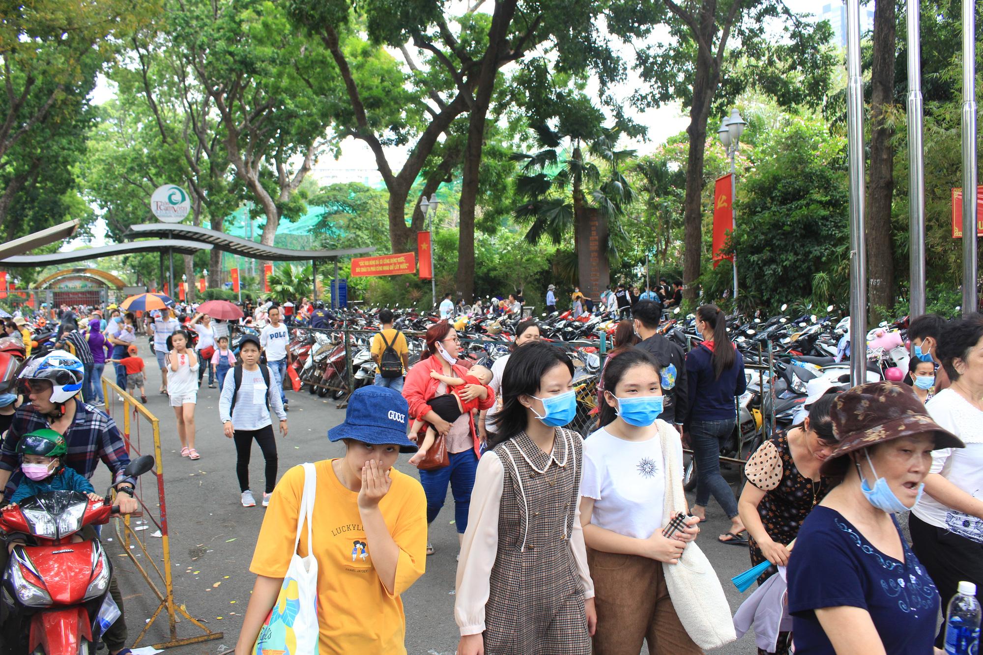 TP.HCM: Thảo Cầm Viên Sài Gòn, Đường sách đông nghẹt ngày Giỗ tổ Hùng Vương - Ảnh 2.