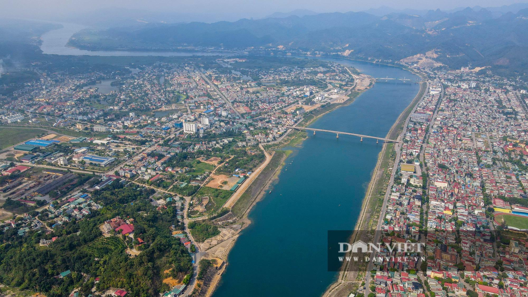 Toàn cảnh cây cầu Hoà Bình 2 trị giá gần 600 tỷ bắc qua sông Đà - Ảnh 1.