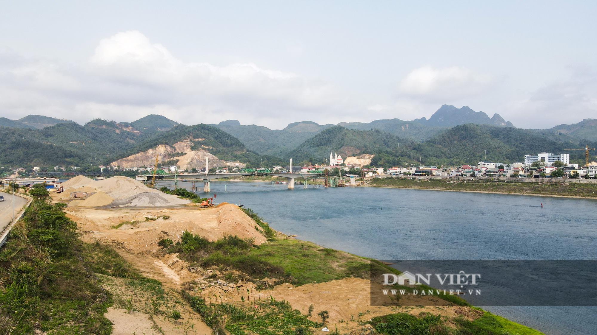 Toàn cảnh cây cầu Hoà Bình 2 trị giá gần 600 tỷ bắc qua sông Đà - Ảnh 5.