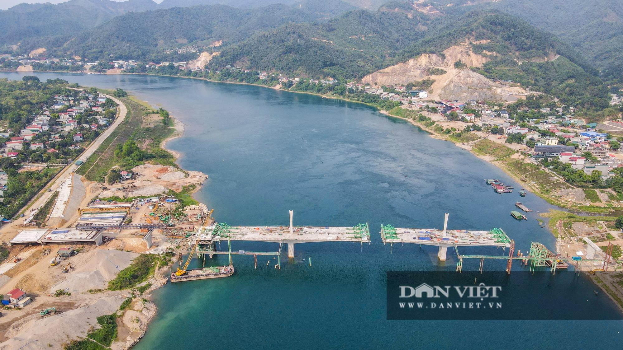 Toàn cảnh cây cầu Hoà Bình 2 trị giá gần 600 tỷ bắc qua sông Đà - Ảnh 2.