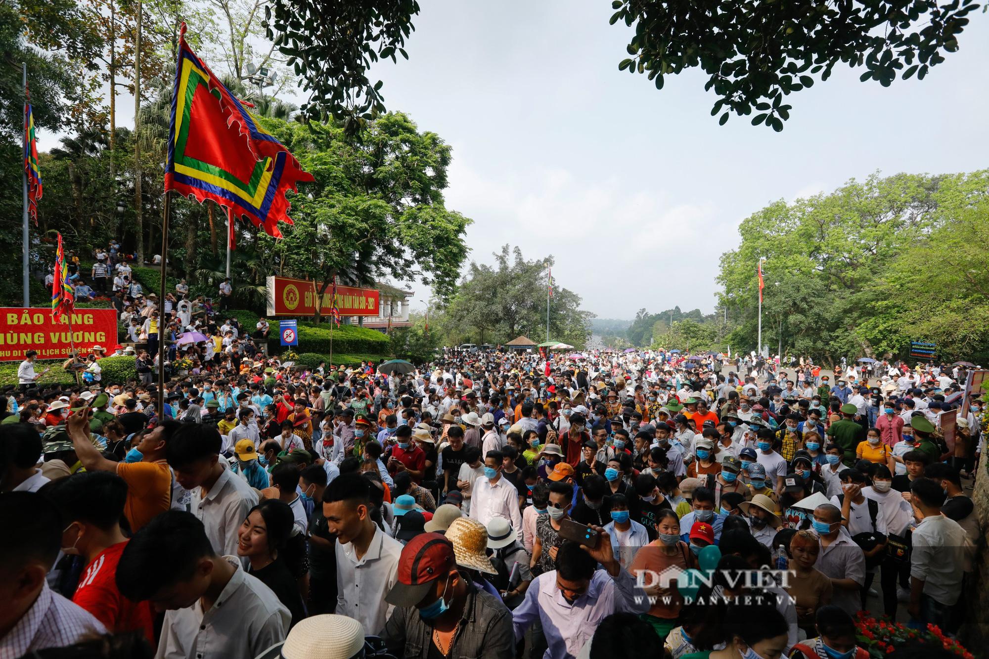 Chủ tịch nước Nguyễn Xuân Phúc dâng hương tưởng nhớ các vua Hùng - Ảnh 6.