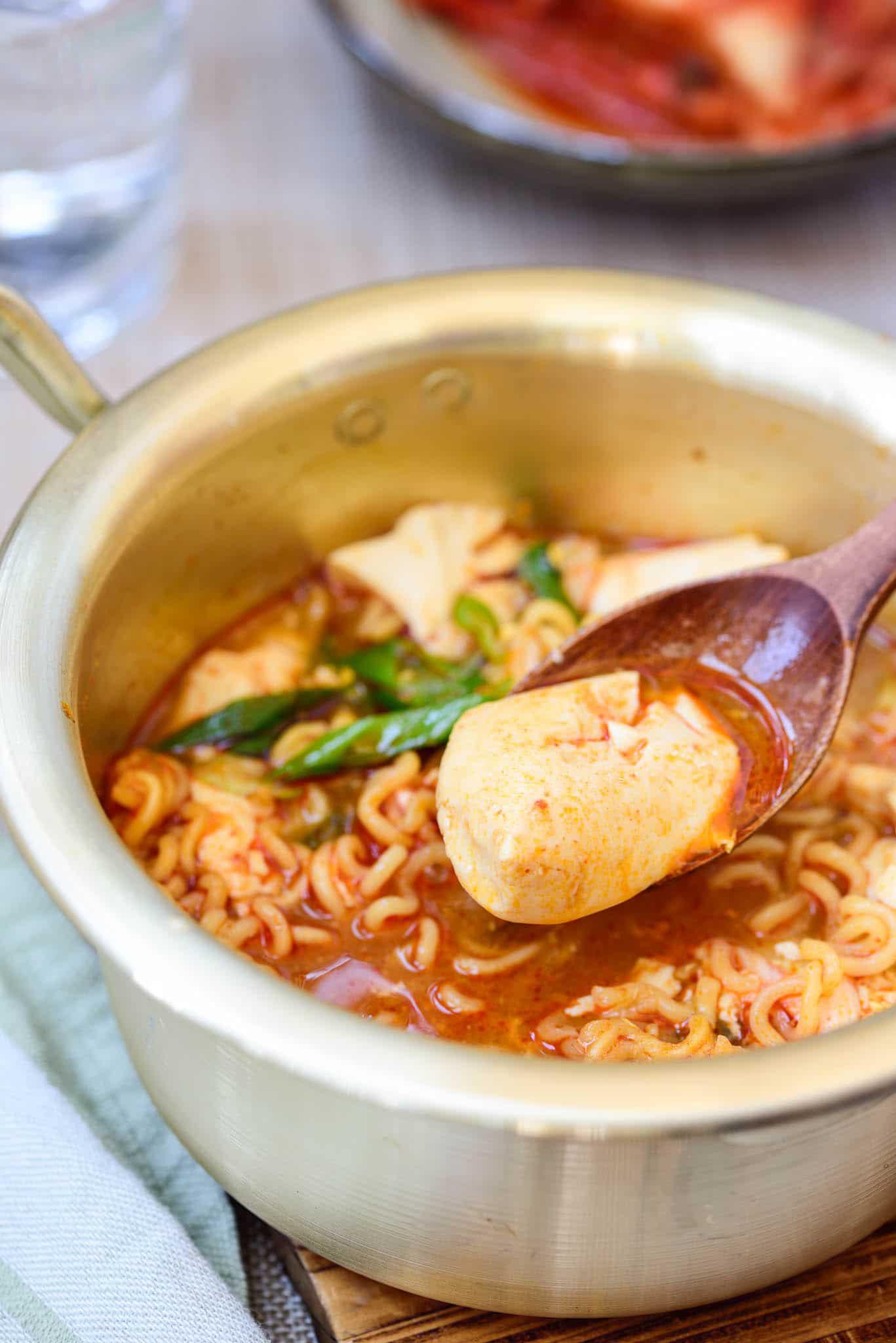 """Mì tôm nấu chuẩn vị Hàn Quốc, thơm ngon """"nuốt lưỡi"""" - Ảnh 5."""