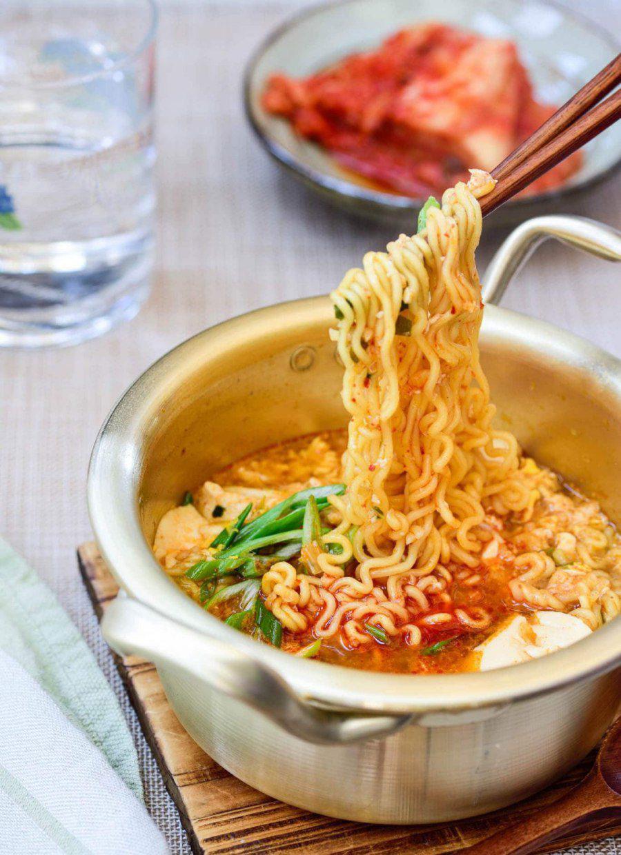 """Mì tôm nấu chuẩn vị Hàn Quốc, thơm ngon """"nuốt lưỡi"""" - Ảnh 6."""