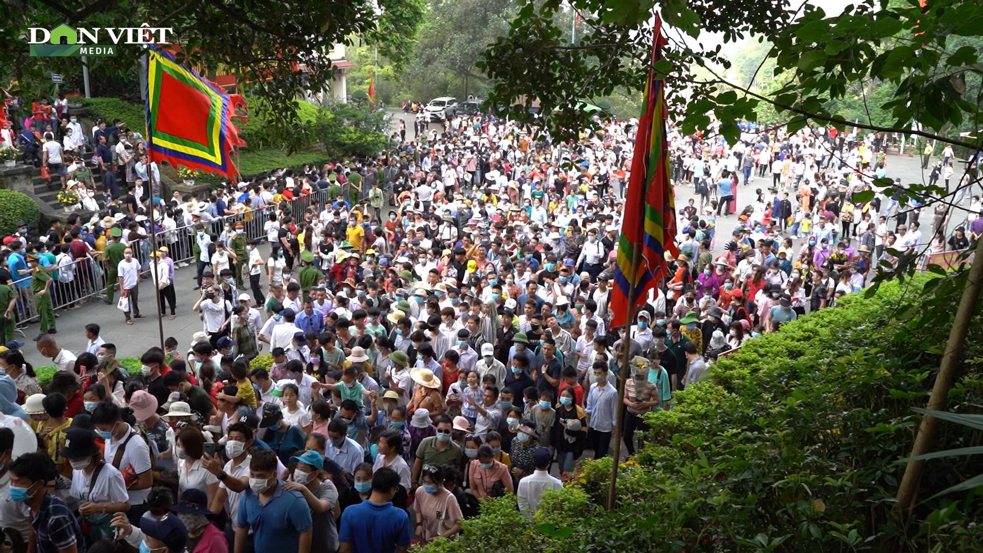 Video: Hàng vạn người chen chúc dâng lễ tại đền Hùng ngày chính hội  - Ảnh 6.