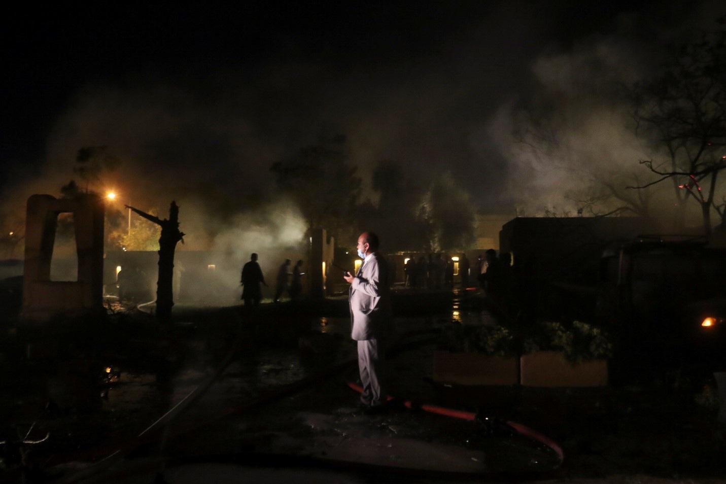 Ô tô chứa bom phát nổ tại một khách sạn phía Tây Pakistan gây nhiều thương vong - Ảnh 1.