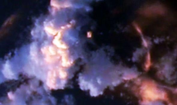 Tàu vũ trụ của người ngoài hành tinh bị bắt gặp gần Trạm Vũ trụ Quốc tế (ISS) - Ảnh 1.