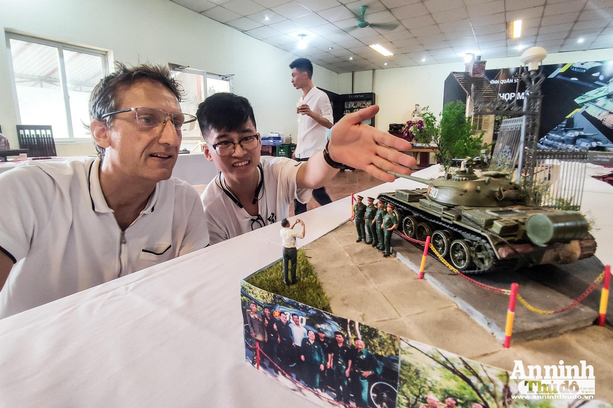 Những khí tài quân sự được tái hiện lại, mang theo bao ký ức hào hùng ở Hà Nội - Ảnh 2.
