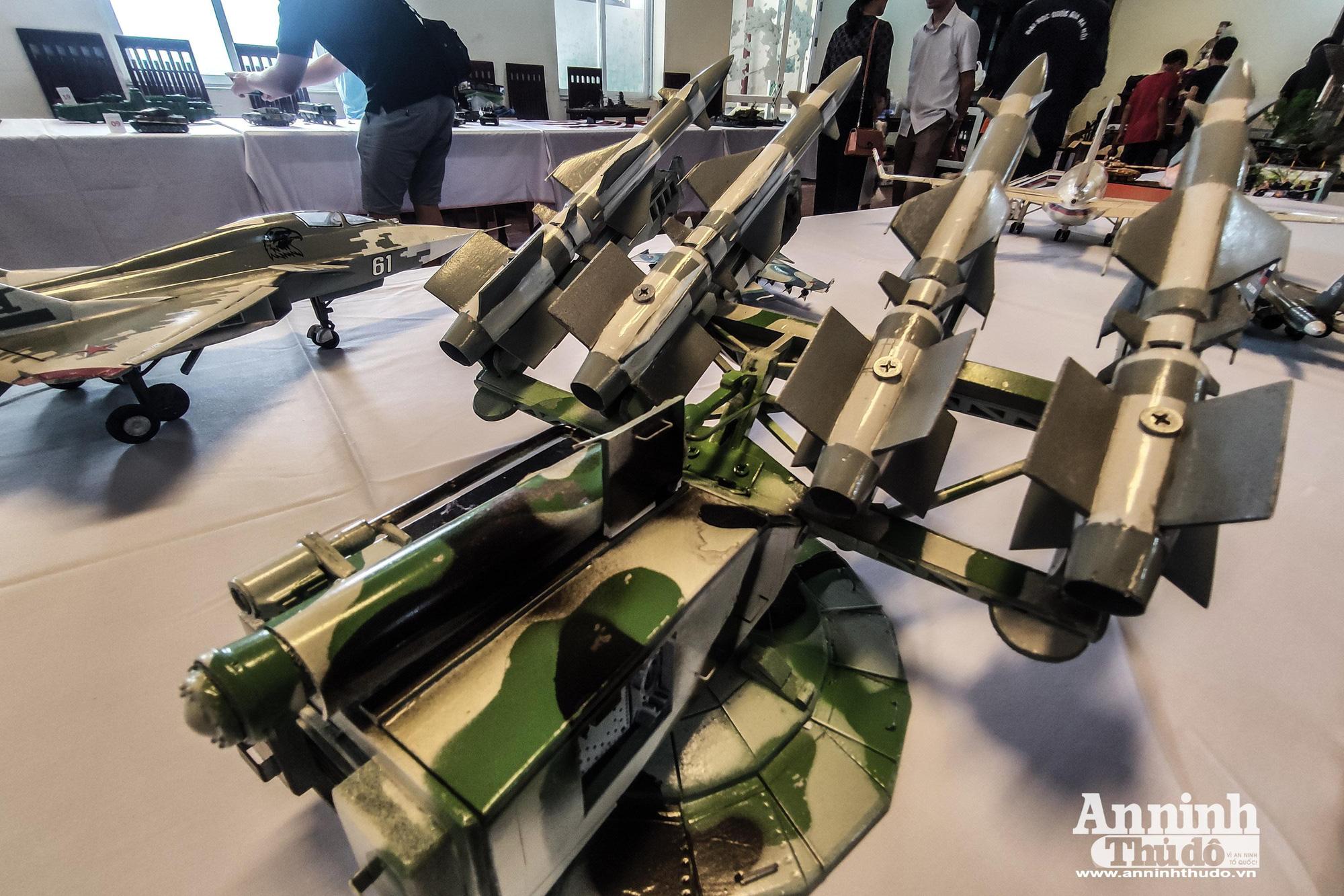 Những khí tài quân sự được tái hiện lại, mang theo bao ký ức hào hùng ở Hà Nội - Ảnh 12.