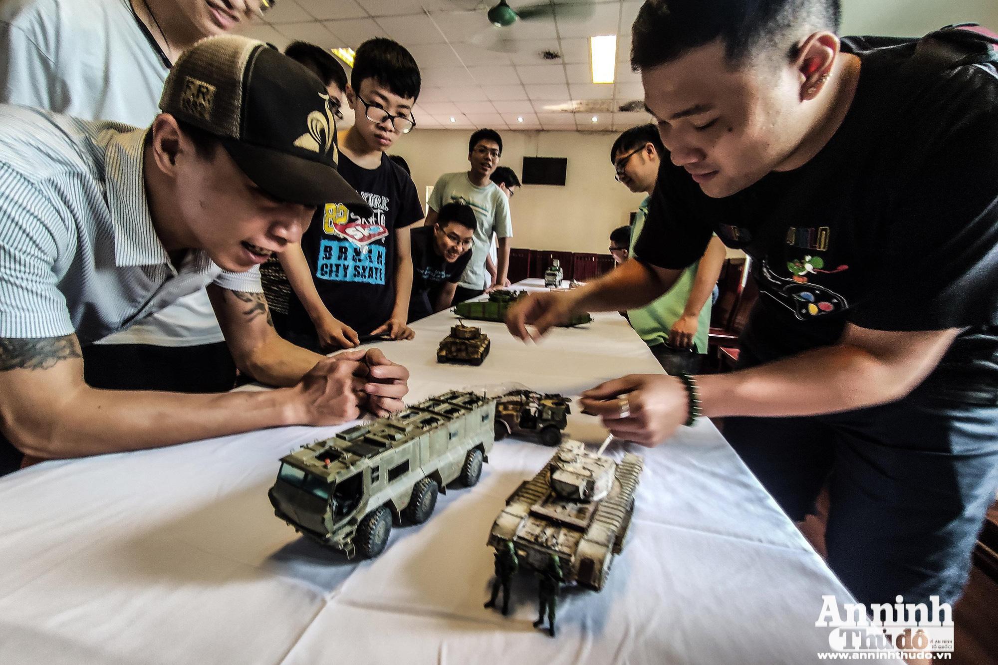Những khí tài quân sự được tái hiện lại, mang theo bao ký ức hào hùng ở Hà Nội - Ảnh 16.