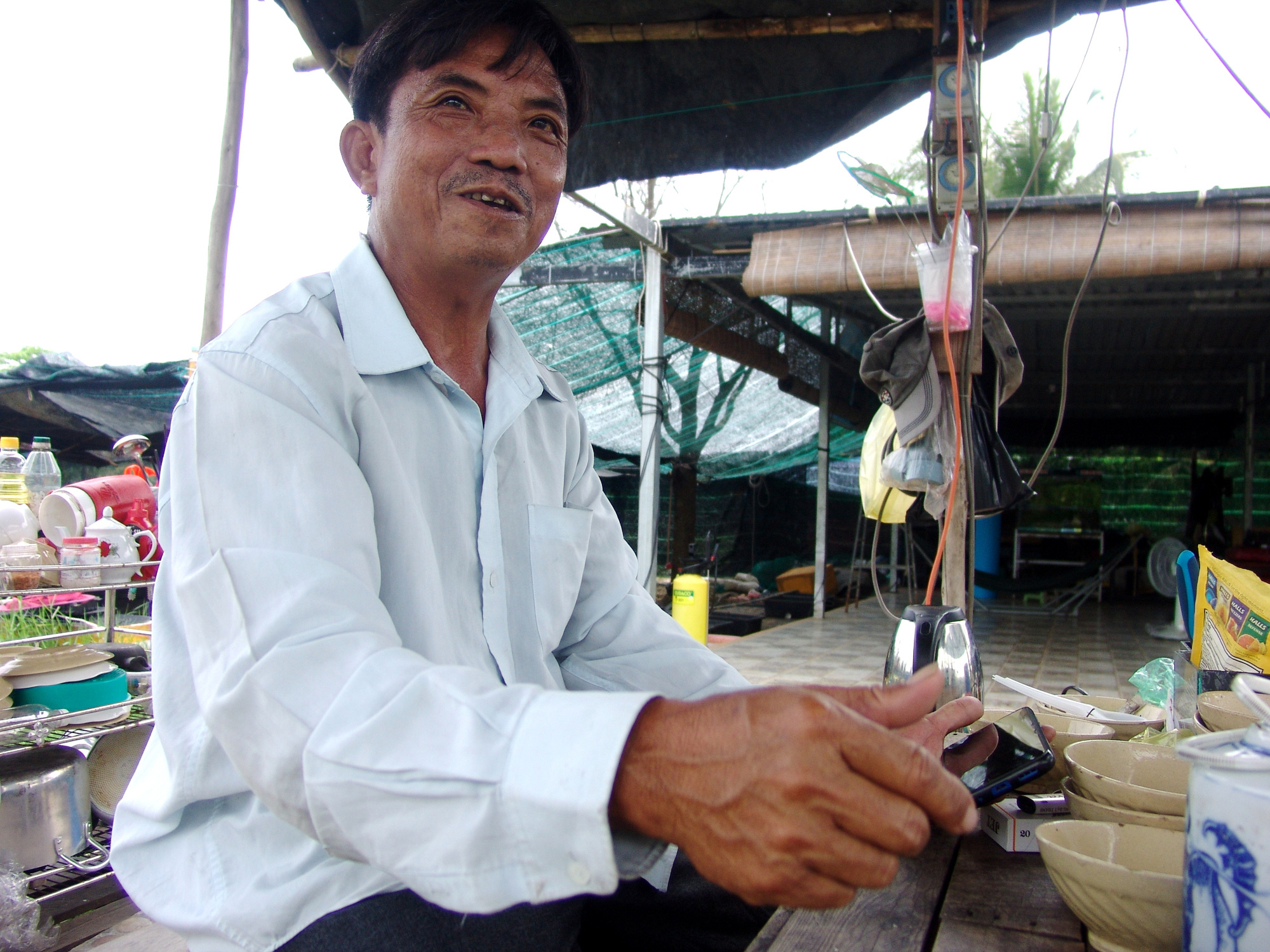 TP.HCM: Bán cá kiểng kiểu này, ông nông dân nuôi cá chỉ cần ngồi nhà thu tiền mỏi tay - Ảnh 1.