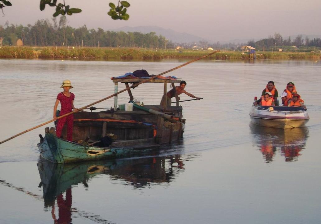Quảng Nam: Chủ tịch tỉnh yêu cầu kiểm tra 14 doanh nghiệp khai thác khoáng sản - Ảnh 1.