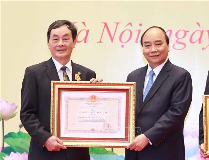 Chủ tịch nước Nguyễn Xuân Phúc trao tặng danh hiệu cao quý cho các nhà khoa học - Ảnh 5.