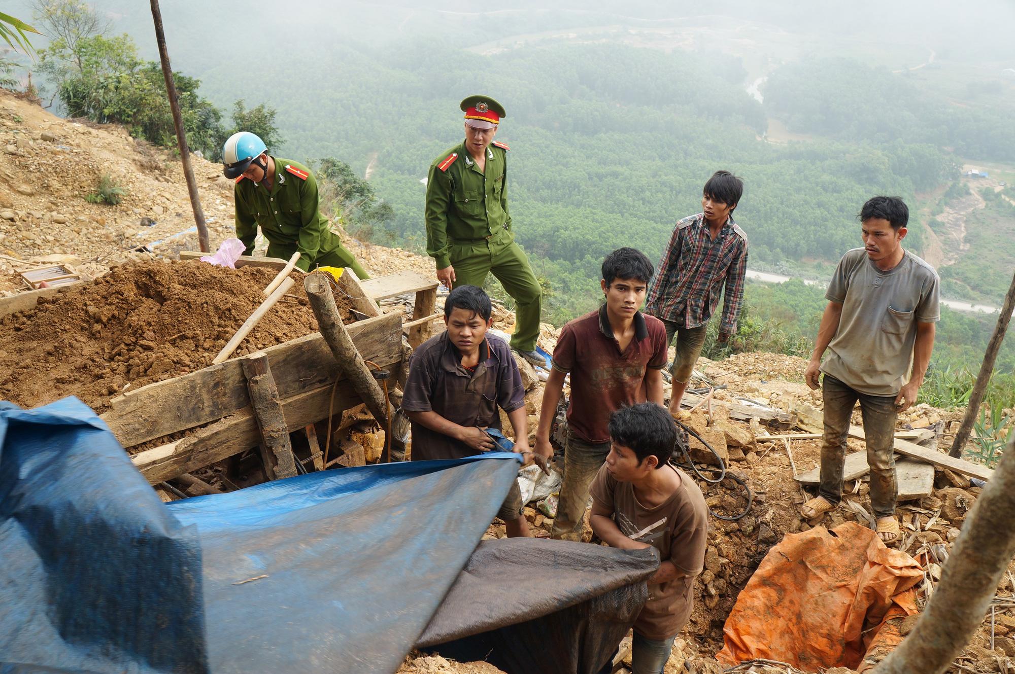 Quảng Nam: Chủ tịch tỉnh yêu cầu kiểm tra 14 doanh nghiệp khai thác khoáng sản - Ảnh 2.