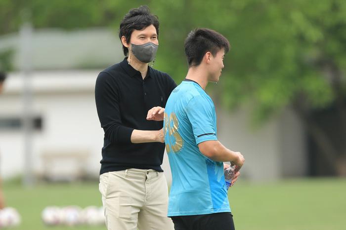 """Vừa ngồi """"ghế nóng"""", tân HLV Hà Nội FC bị """"tấn công"""" trên MXH - Ảnh 2."""