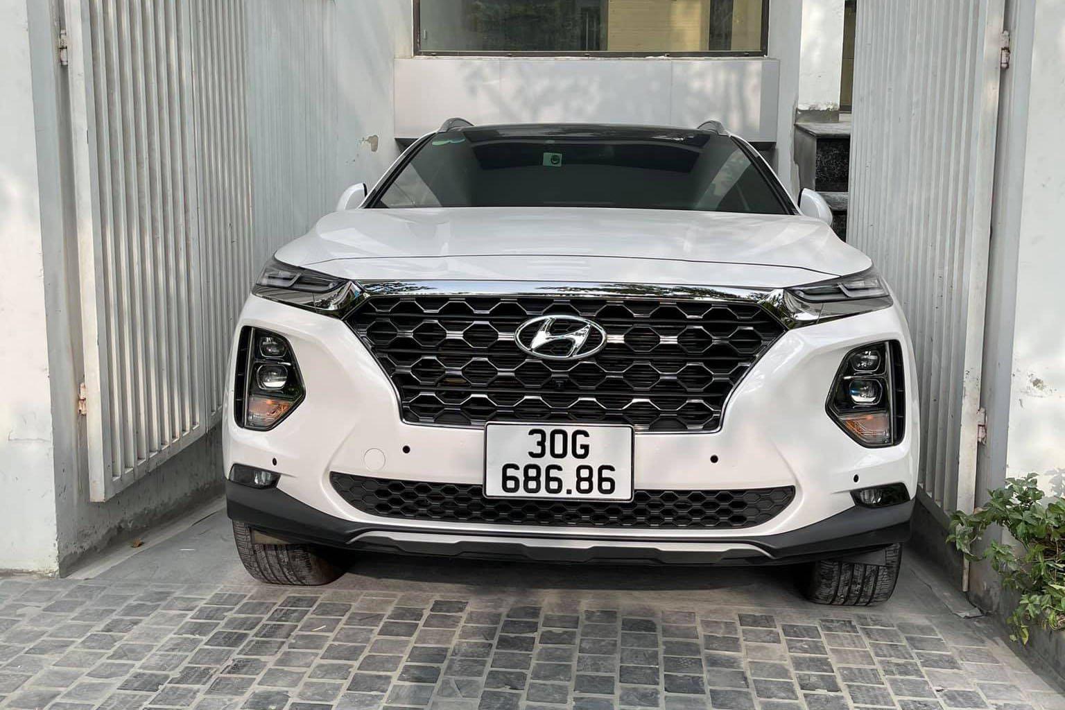 Hyundai Santa Fe biển siêu đẹp, chạy 2 vạn, rao bán giá choáng - Ảnh 1.