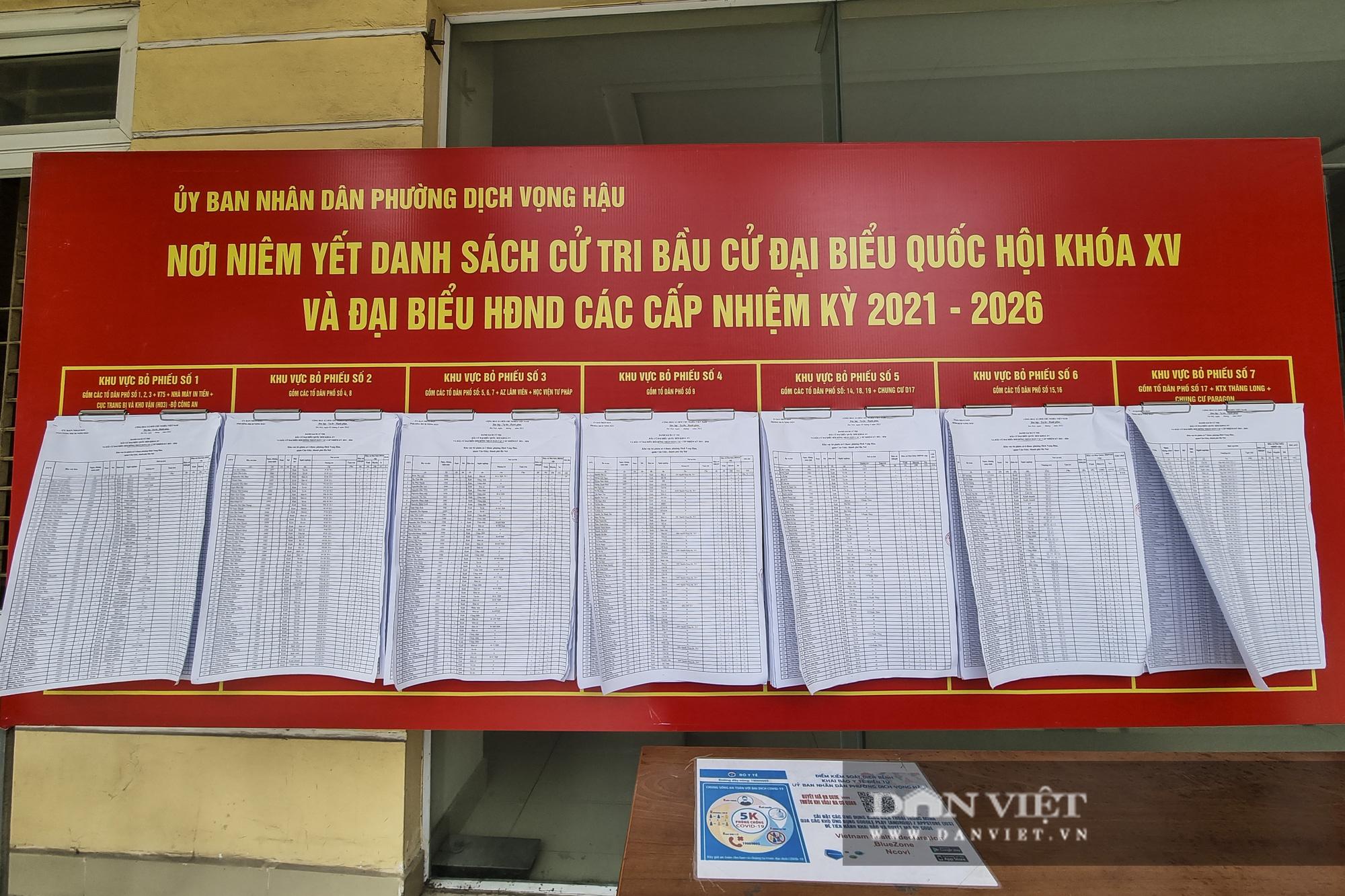 Đường phố Hà Nội trang hoàng rực rỡ trước ngày bầu cử - Ảnh 11.