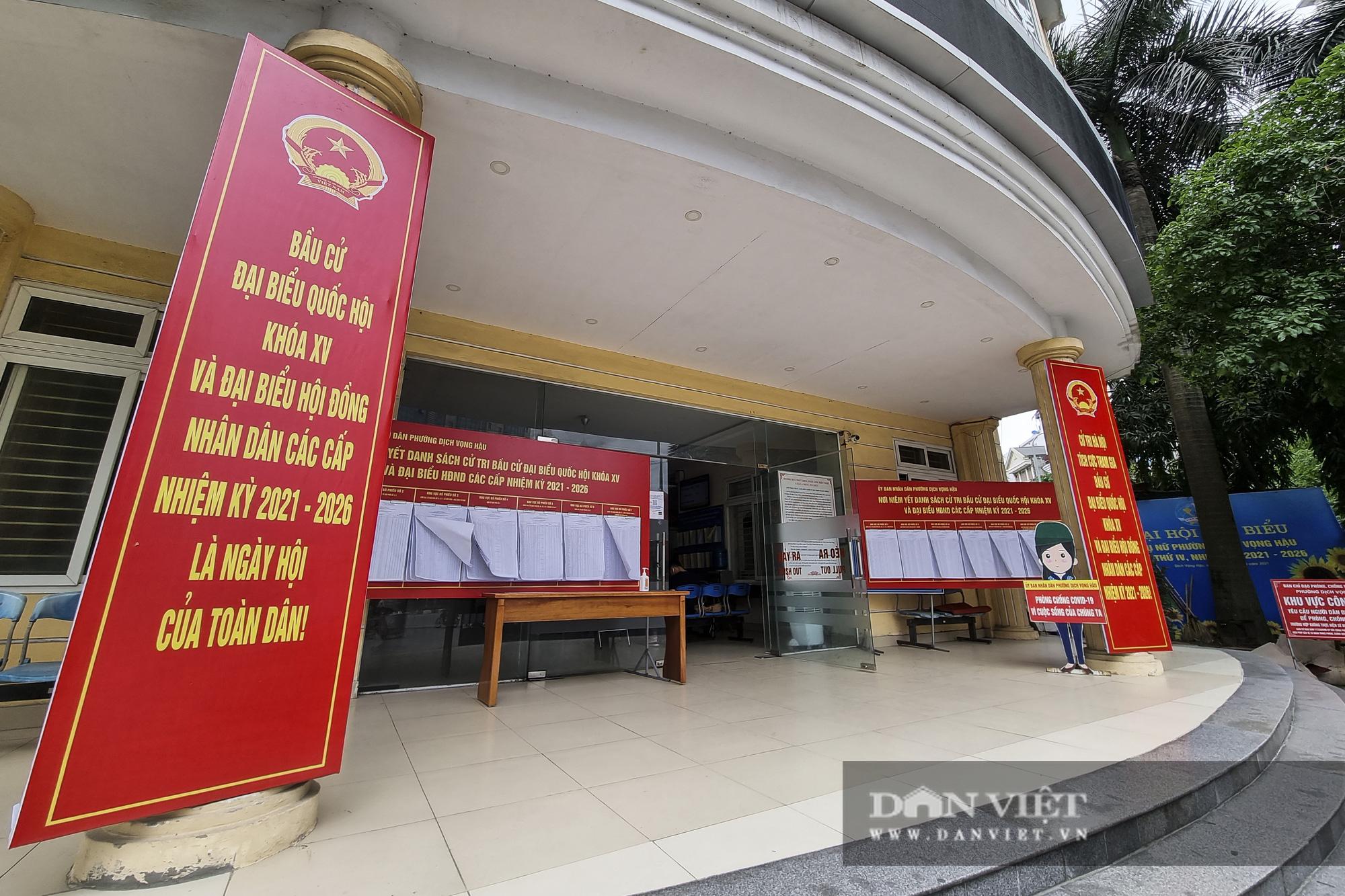 Đường phố Hà Nội trang hoàng rực rỡ trước ngày bầu cử - Ảnh 12.