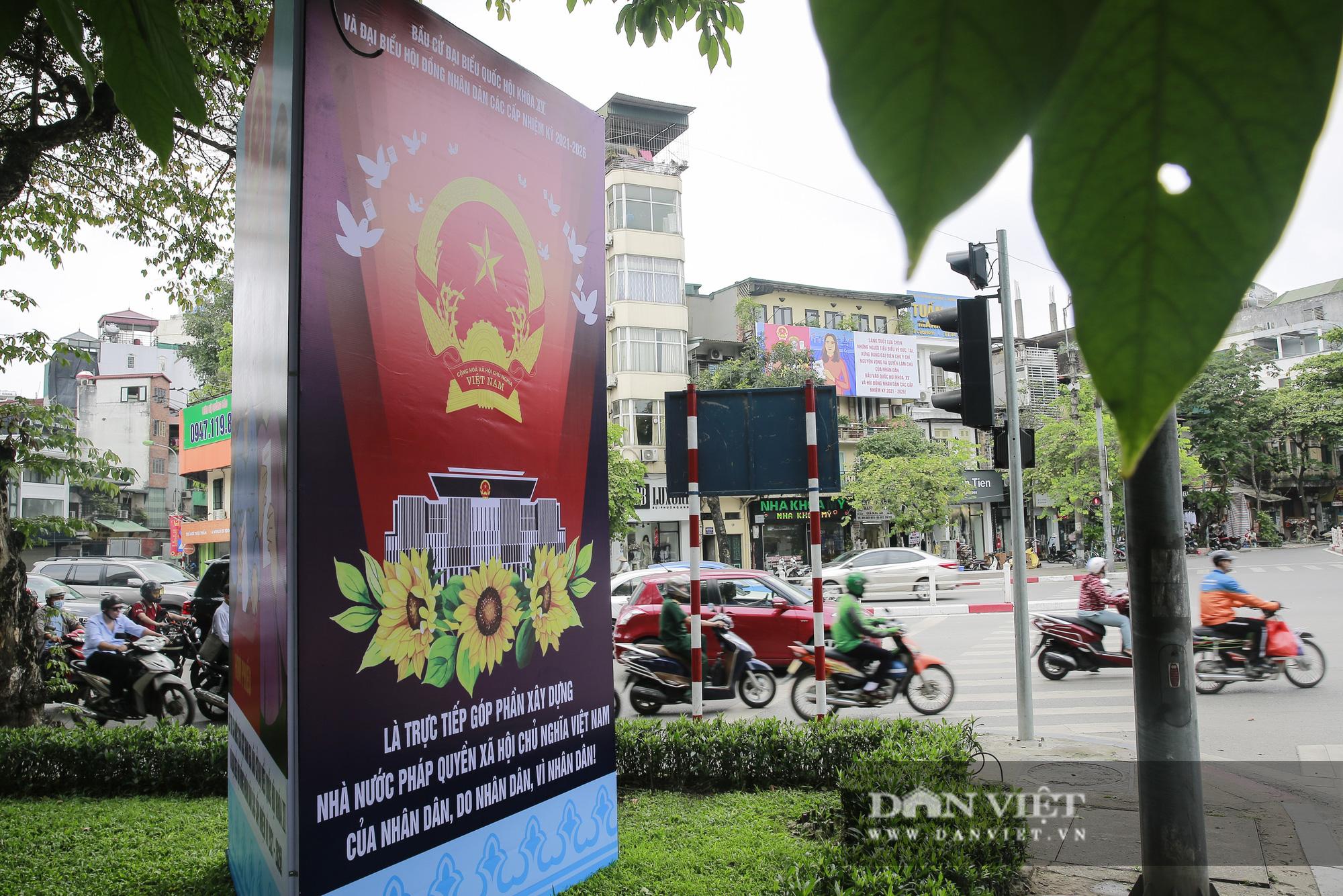 Đường phố Hà Nội trang hoàng rực rỡ trước ngày bầu cử - Ảnh 7.