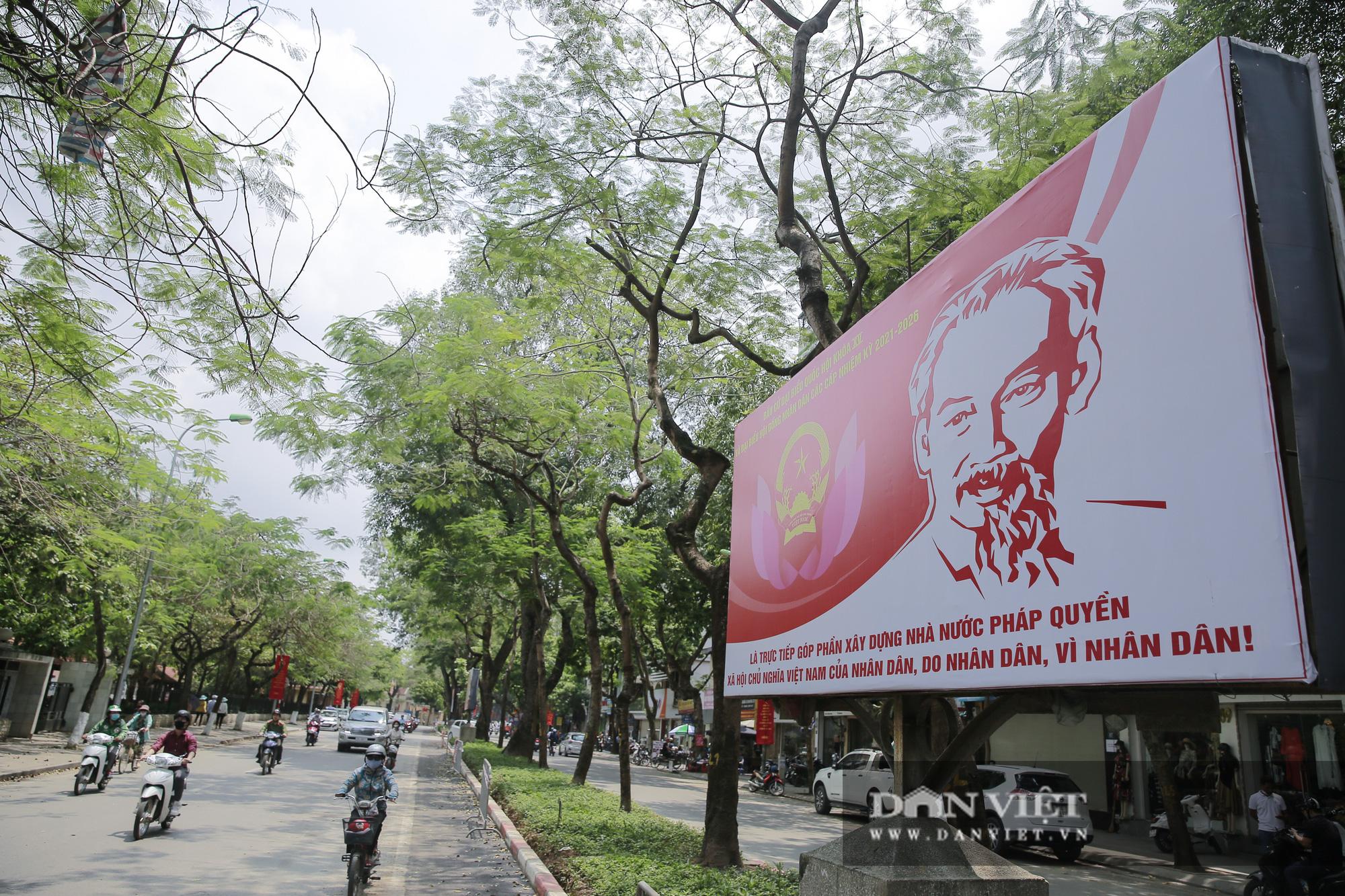 Đường phố Hà Nội trang hoàng rực rỡ trước ngày bầu cử - Ảnh 8.