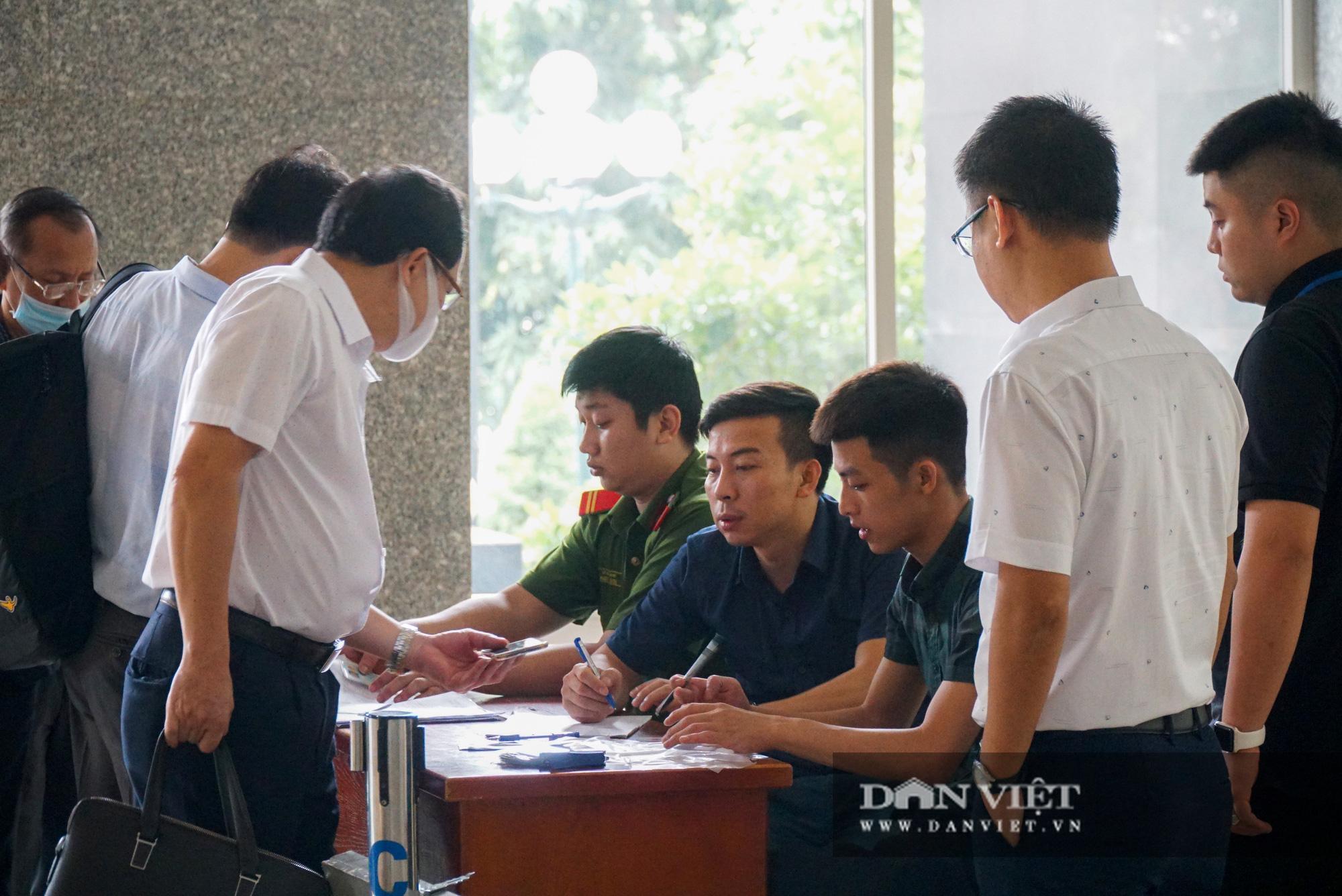 Cựu Bộ trưởng Vũ Huy Hoàng trông thế nào ở phiên xử lần thứ 3? - Ảnh 9.