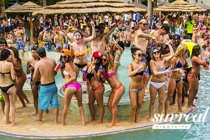 """Mỹ: """"Kinh đô giải trí"""" bùng nổ cảnh tiệc tùng hồ bơi rực rỡ bikini - Ảnh 2."""