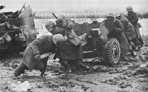 """Lính Mỹ dùng súng ngắn M1911, """"hạ gục"""" xe tăng Đức - Ảnh 2."""
