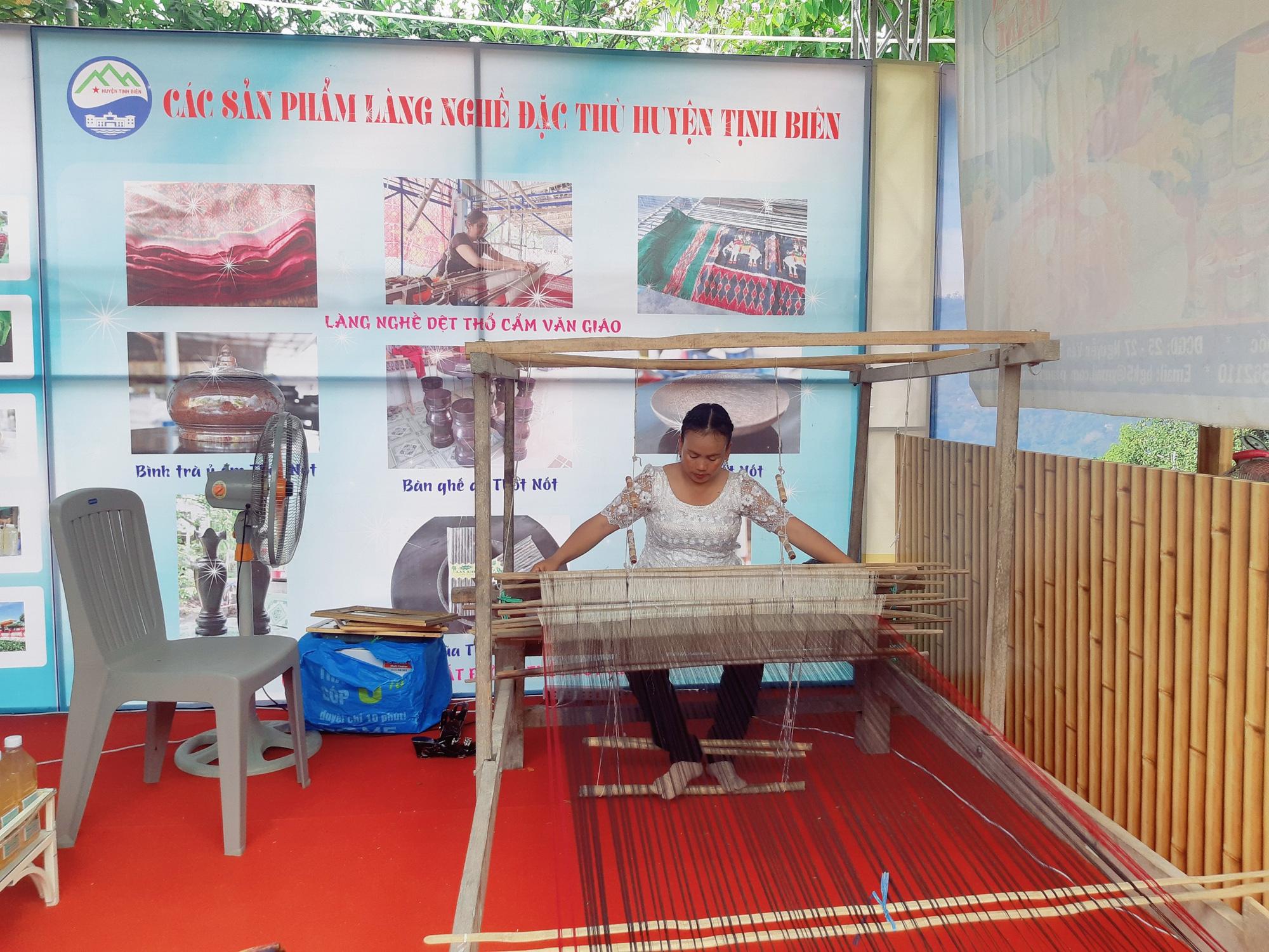 Sản phẩm OCOP 24 tỉnh, thành hội tụ tại Châu Đốc An Giang - Ảnh 10.